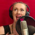 Nora Tol sings